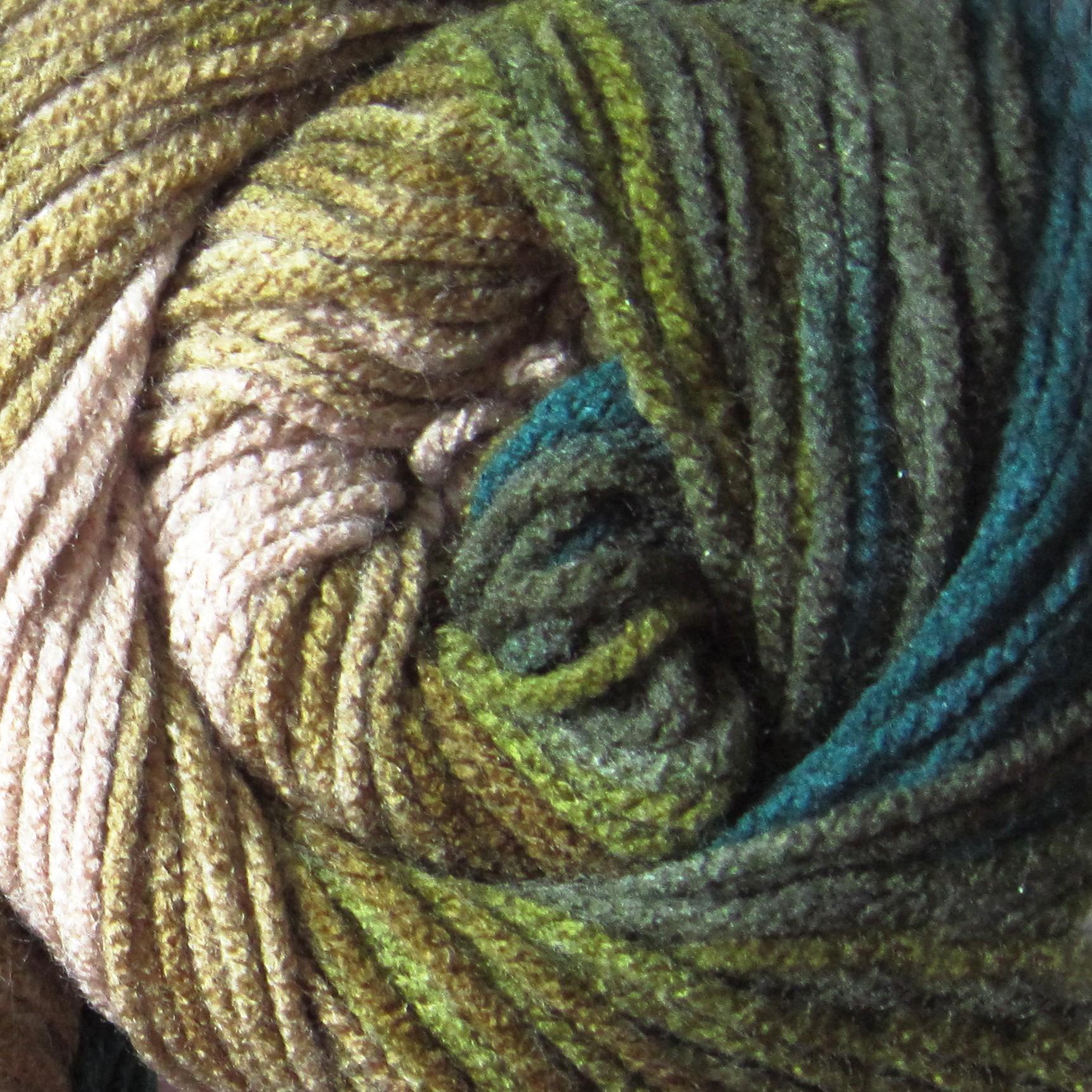 4684 béžovo-zeleno-hnedá
